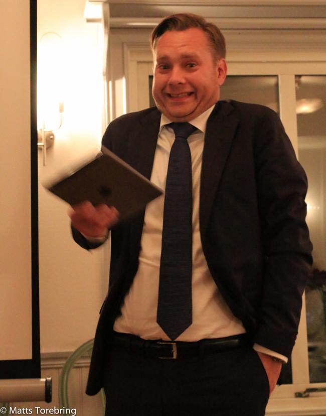 Mabbe håller tal Torebrings 40 års fest
